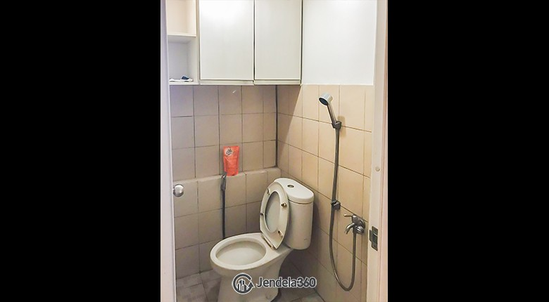 Bathroom Green Pramuka City Apartment Apartment