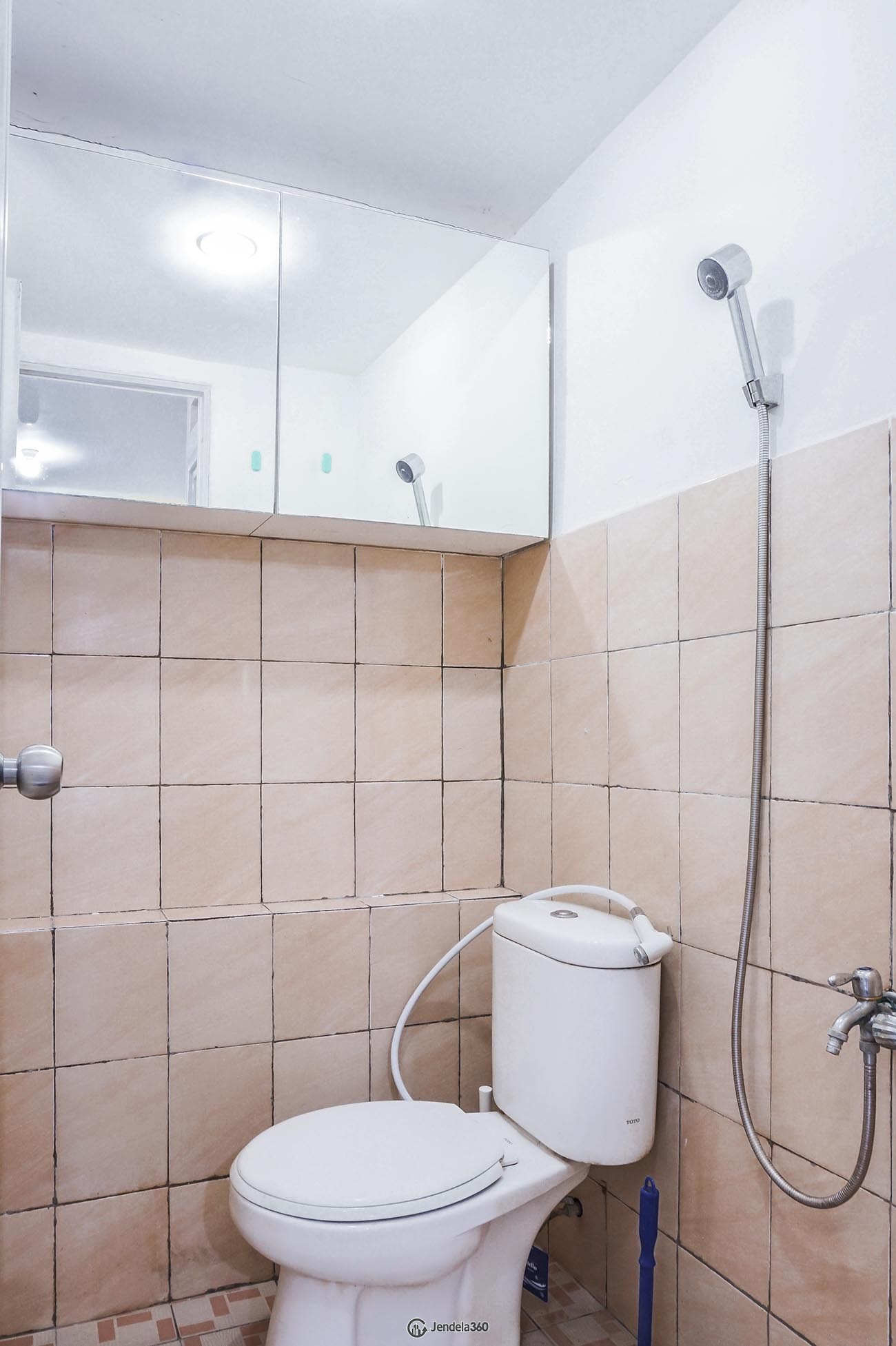 Bathroom Green Pramuka City Apartment Apartment