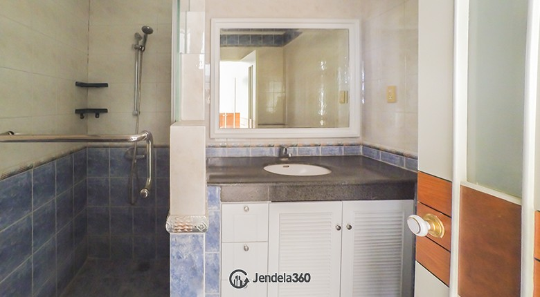 Bathroom Apartemen Parama Apartment