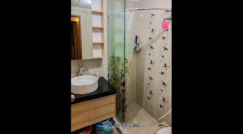 Bathroom Apartemen Maple Park Apartment