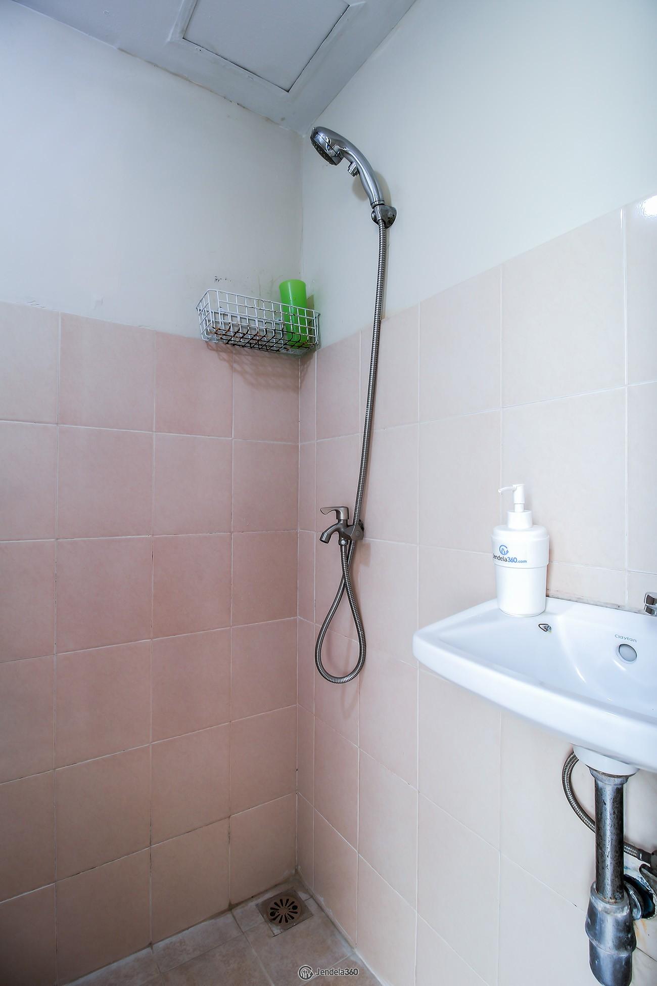 Bathroom Apartemen Green Palm Residence