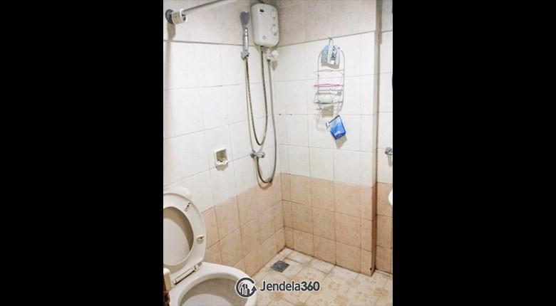 Bathroom Mediterania Palace Kemayoran Apartment