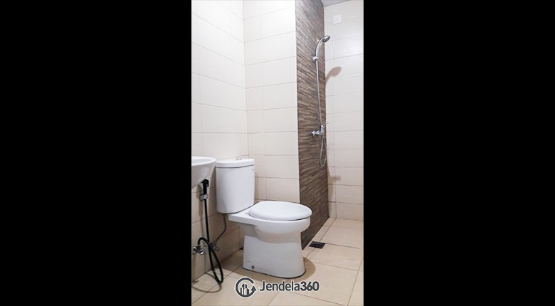 Bathroom Green Bay Pluit Apartment Apartment
