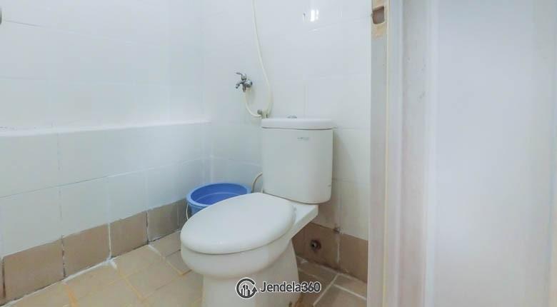 Bathroom Bassura City Apartment
