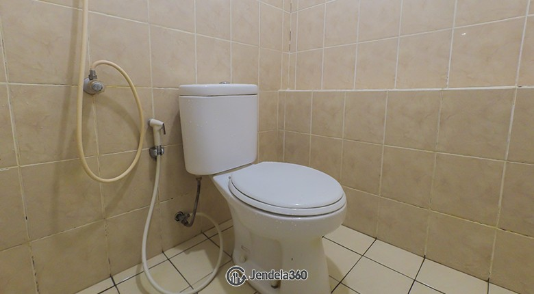 Bathroom Green Bay Pluit Apartment