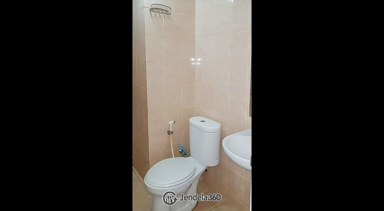 Bathroom Apartemen Green Lake Sunter Apartment