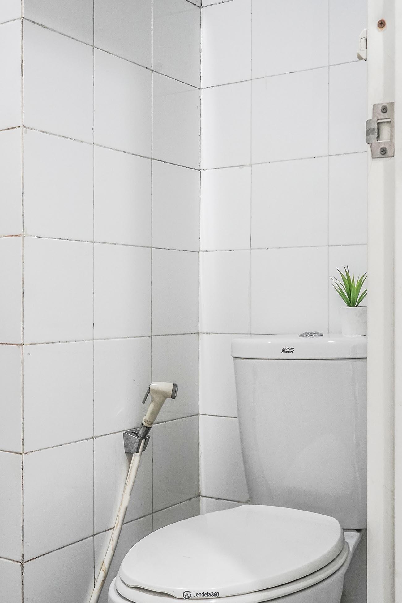 Bathroom Sentra Timur Residence