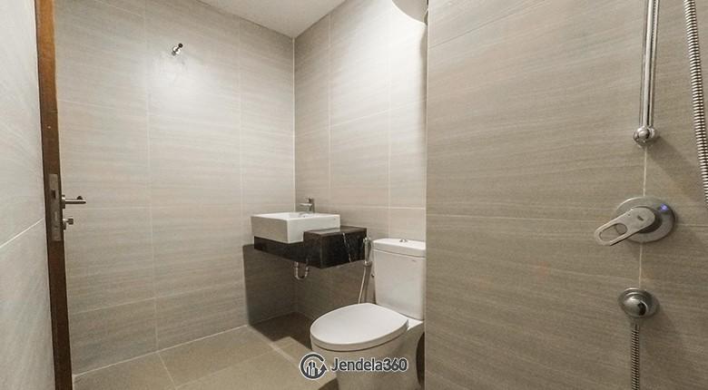 Bathroom The Crest West Vista Puri Apartment
