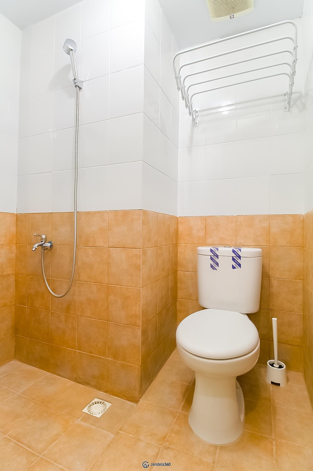 Bathroom Green Pramuka City Apartment