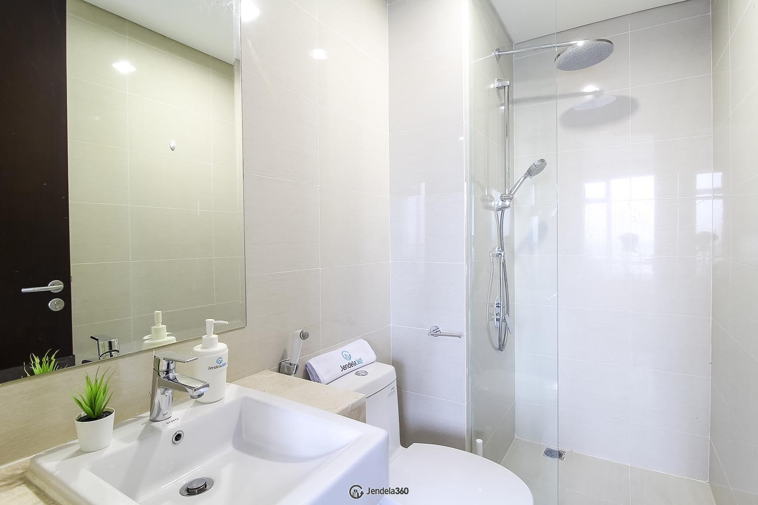 Bathroom Apartemen Puri Mansion
