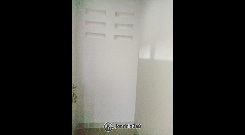 Bathroom Apartemen Sentraland Cengkareng Apartment