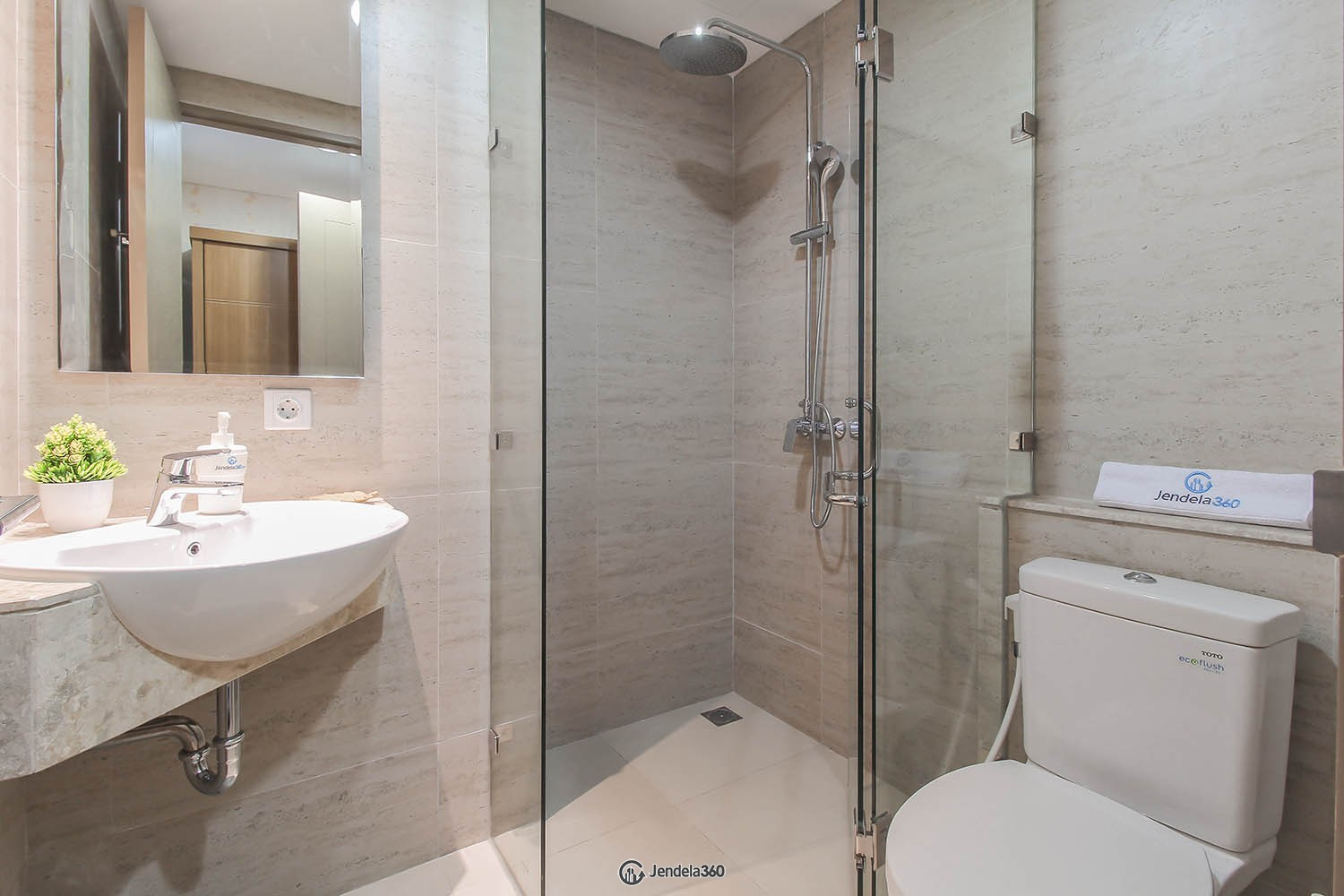 Bathroom Apartemen Gold Coast Apartment
