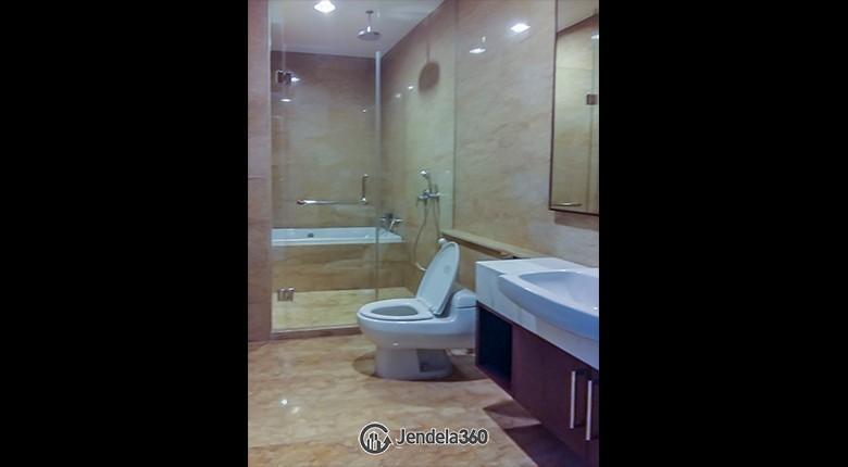 Bathroom Apartemen Essence Darmawangsa Apartment