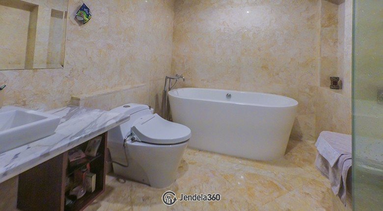 Bathroom Essence Darmawangsa Apartment