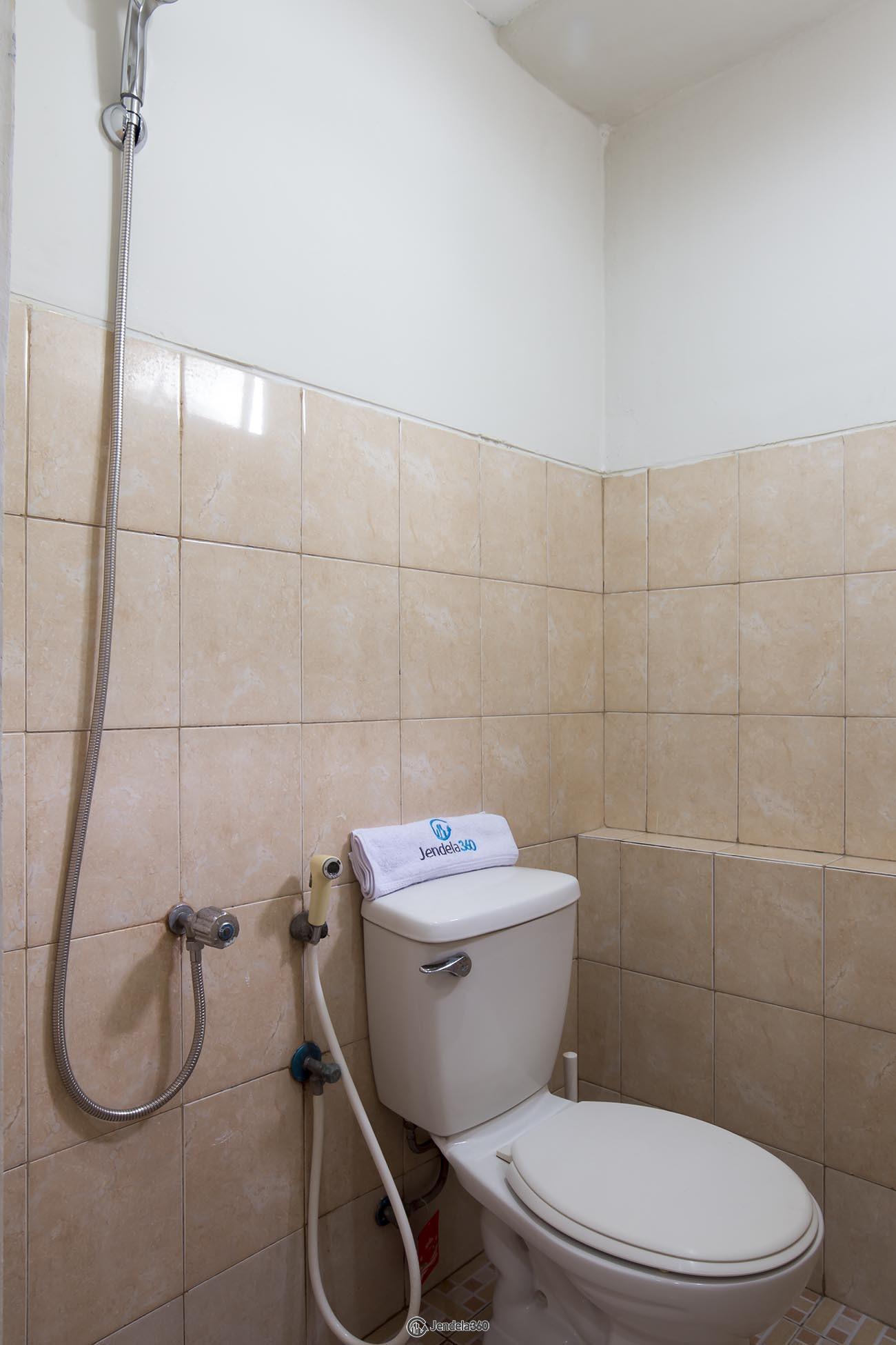 Bathroom Apartemen Green Park View Apartment