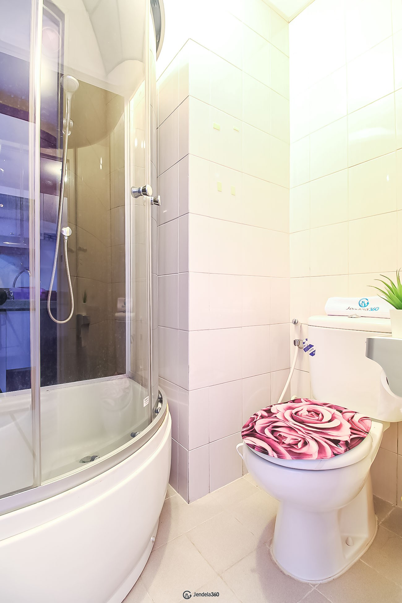Bathroom Apartemen Signature Park Grande