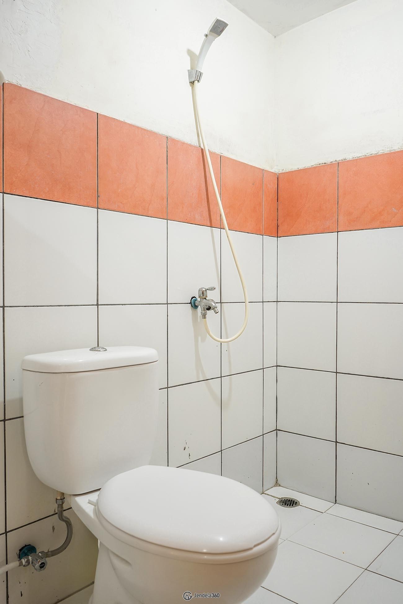 Bathroom Apartemen East Park Apartment