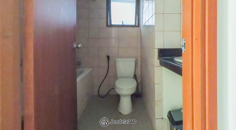 Bathroom Aston Rasuna Apartment Apartment