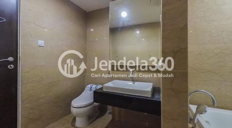 Bathroom Apartemen Royale SpringHill Residence