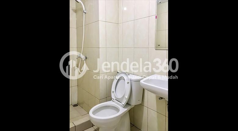 Bathroom Apartemen The Springlake Summarecon