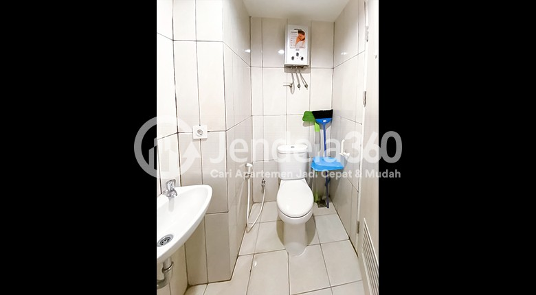 Bathroom Apartemen Grand Kamala Lagoon Apartment