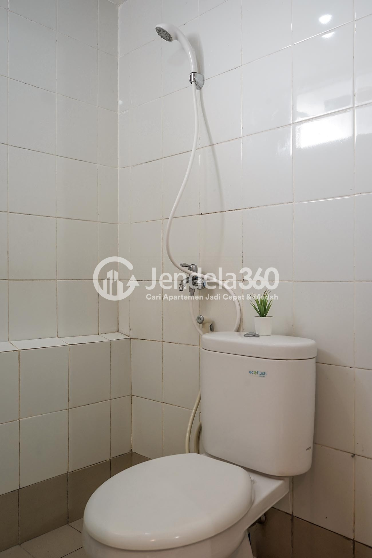 Bathroom Bassura City Apartment