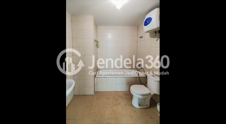 Bathroom Apartemen Central Park Apartment