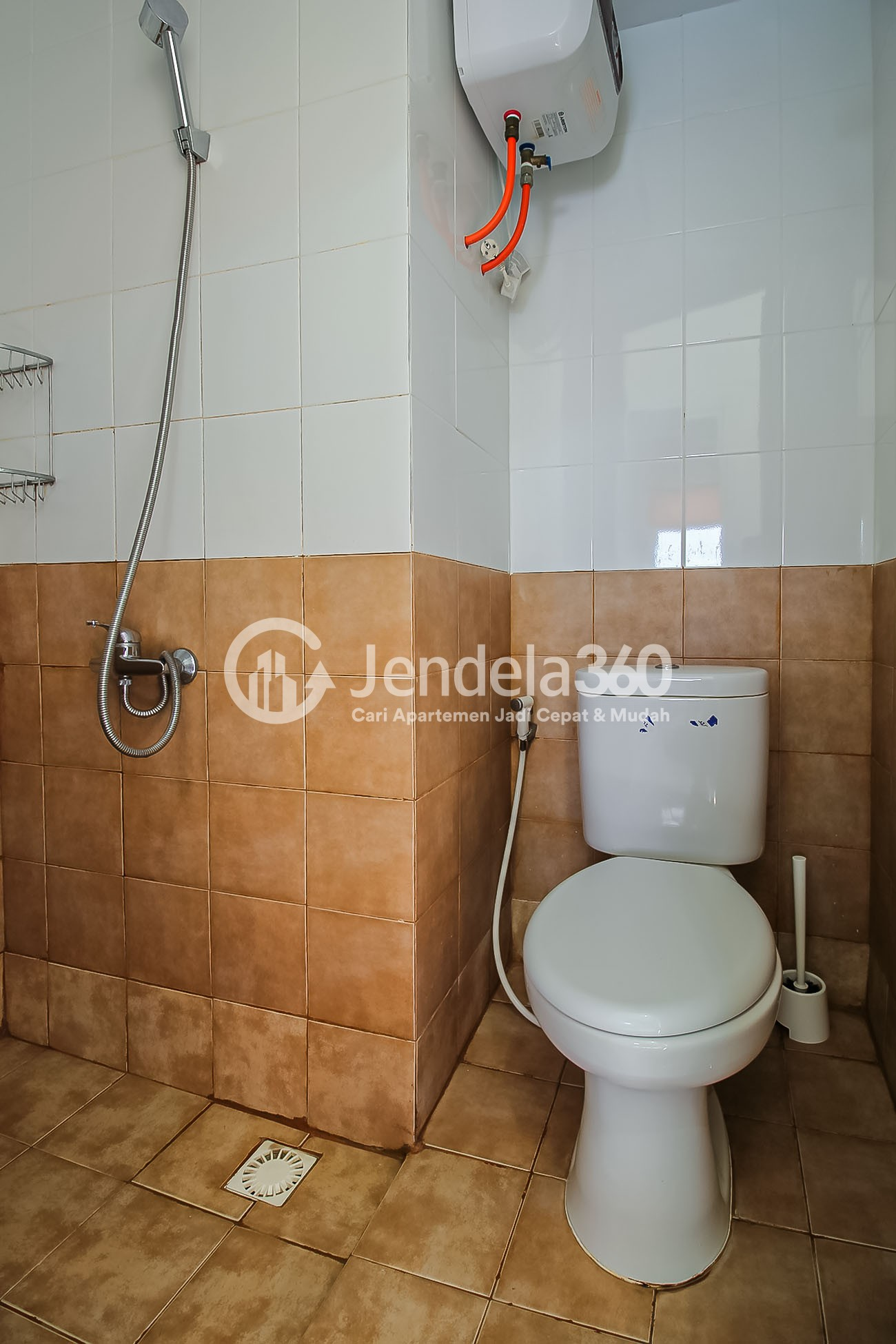 Bathroom Apartemen Green Pramuka City Apartment