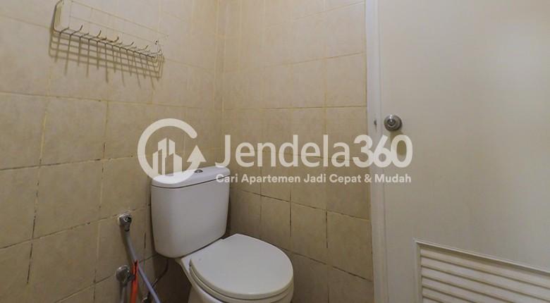 Bathroom Apartemen Mediterania Garden Residence 2