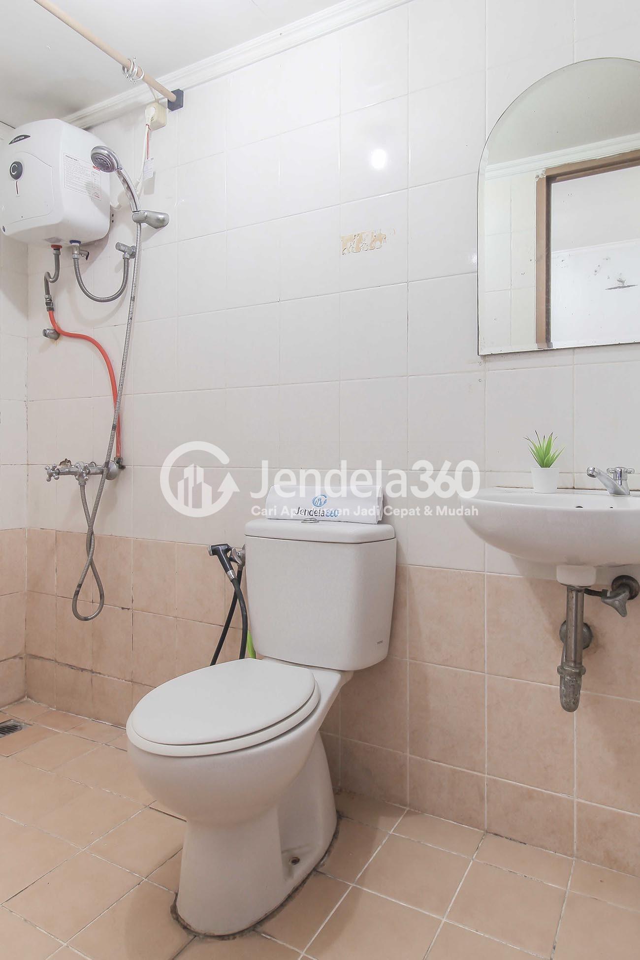Bathroom Apartemen Mediterania Gajah Mada Apartment