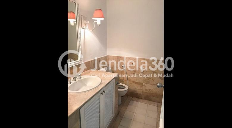 Bathroom Apartemen Kedoya Elok Apartment
