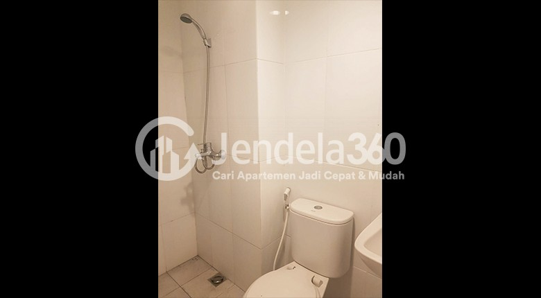 Bathroom Apartemen Tamansari Mahogany Apartment