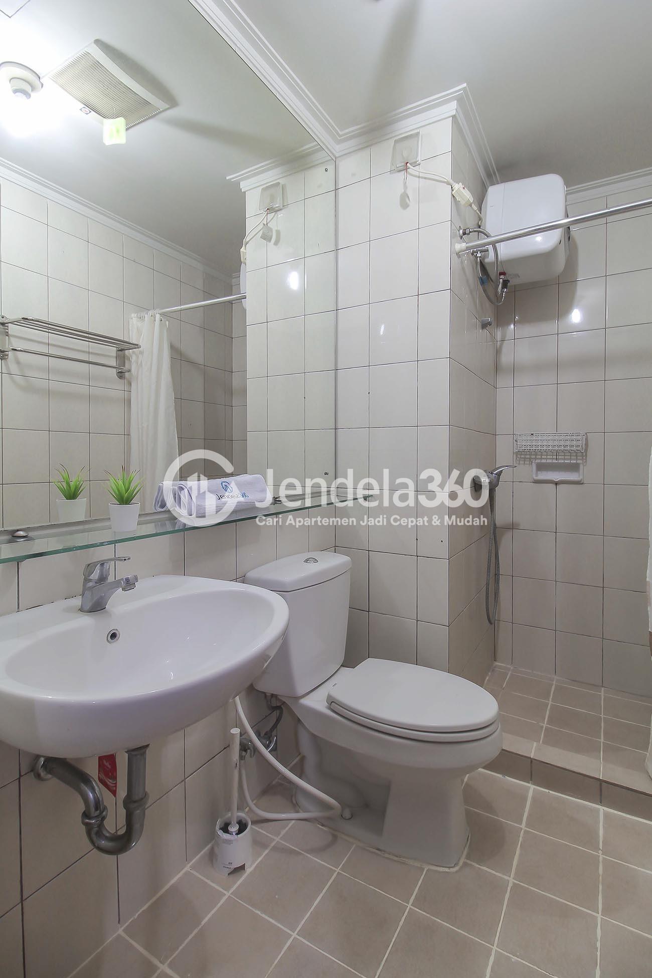 Bathroom Apartemen Royal Mediterania Garden Residence