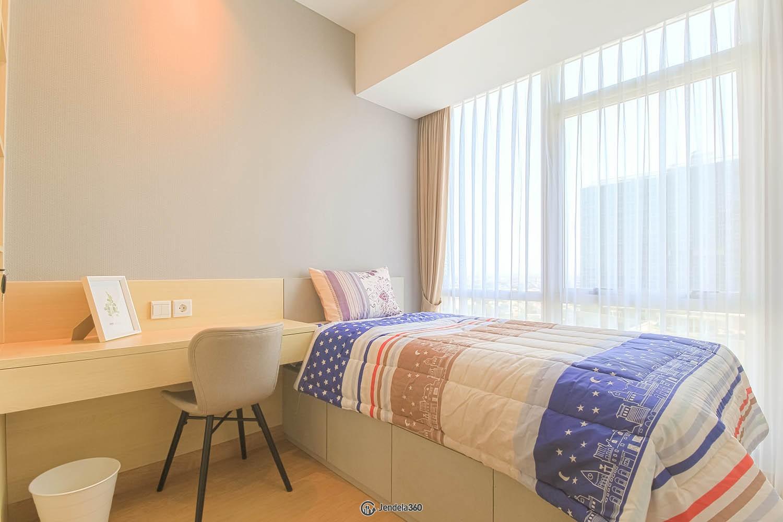 Bedroom 2 Apartemen The Kensington Royal Suites