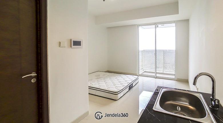 Bedroom The Crest West Vista Puri Apartment