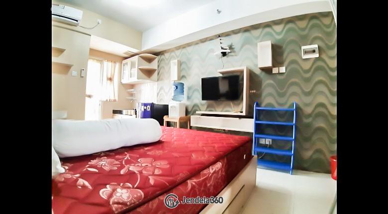 Bedroom Green Lake View Apartment