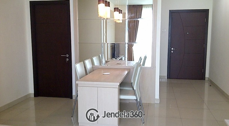 Dining Room Apartemen Central Park Apartment