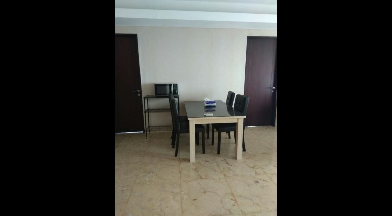 Dining Room Apartemen Royale SpringHill Residence