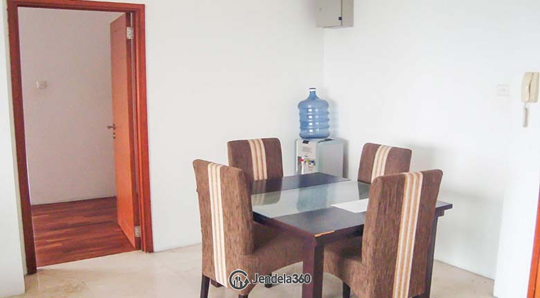 Dining Room Apartemen Poins Square Apartment