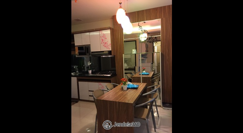 Dining Room Apartemen Niffaro Park Apartment