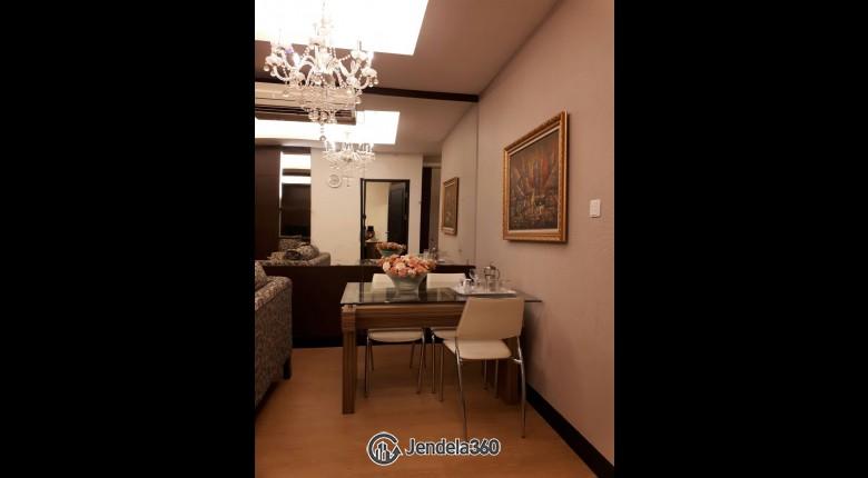 Dining Room Apartemen Essence Darmawangsa Apartment