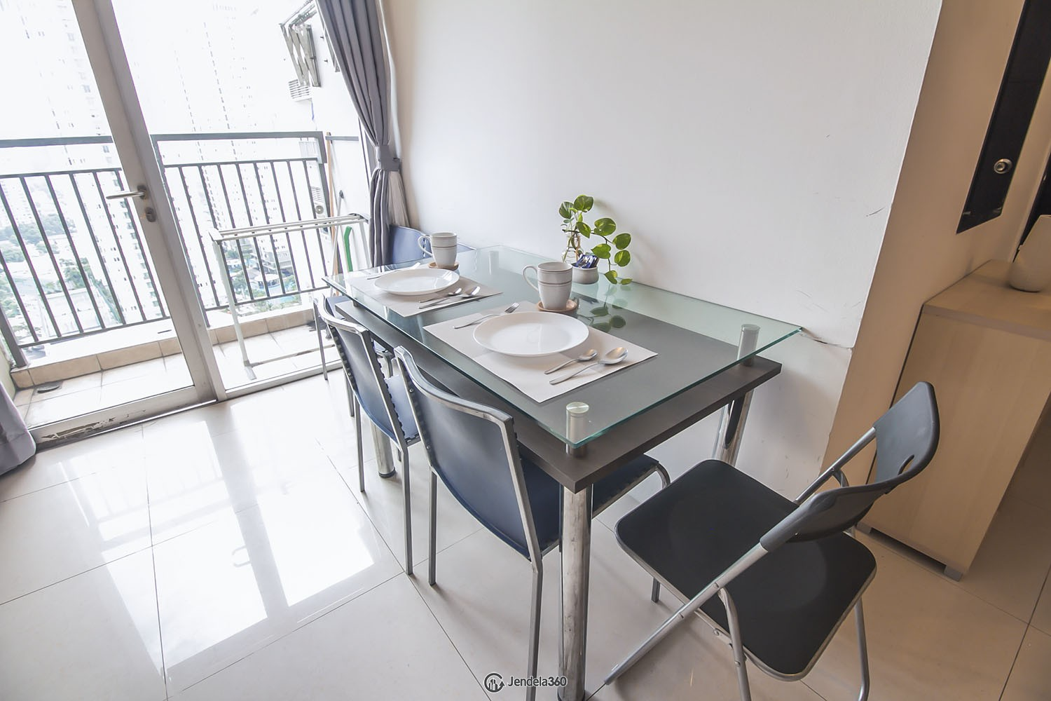 Dining room Apartemen Cosmo Mansion - Thamrin City