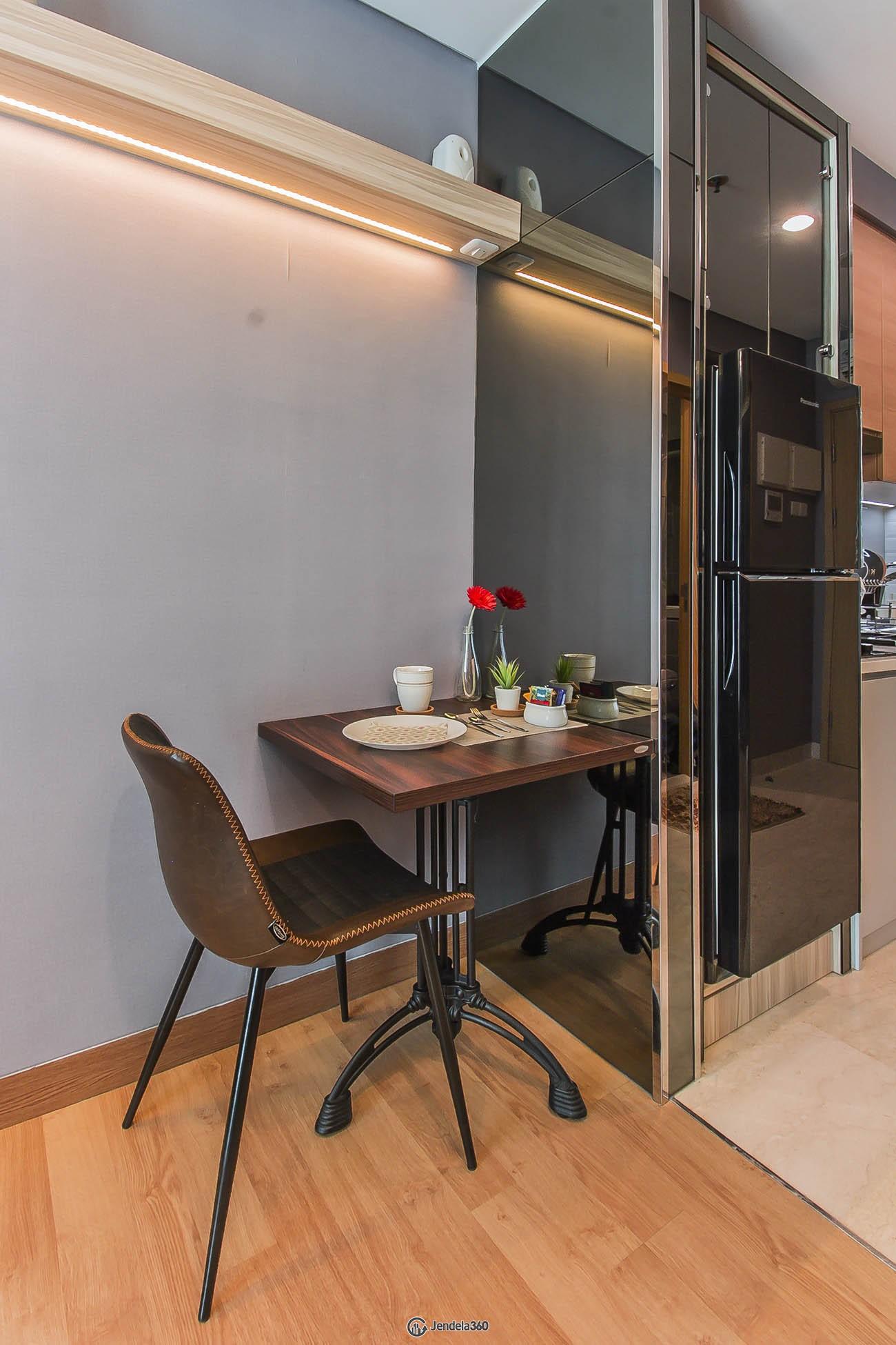 Dining Room Apartemen Capitol Suites Apartment