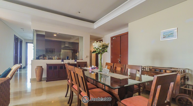 Dining Room Apartemen Essence Darmawangsa Apartment
