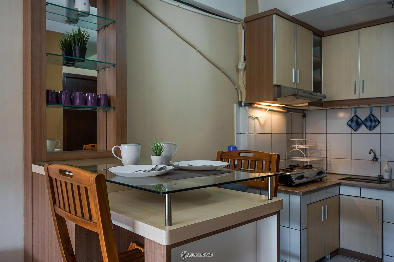 Dining Room Apartemen East Park Apartment