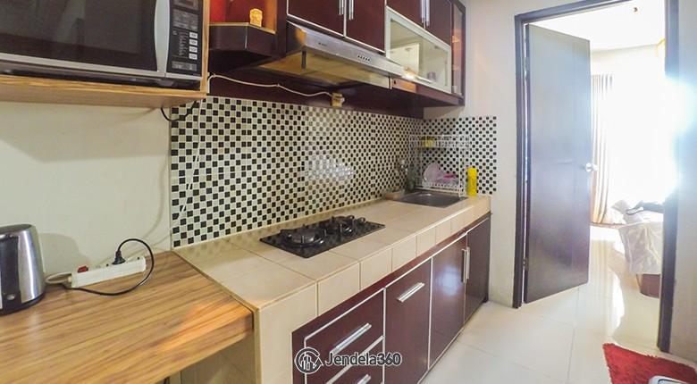 Kitchen Cosmo Mansion - Thamrin City Apartment