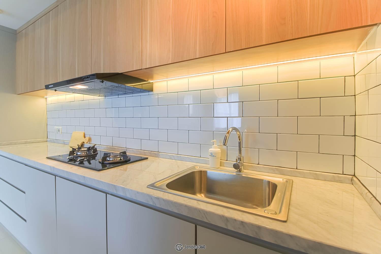Kitchen Apartemen The Kensington Royal Suites