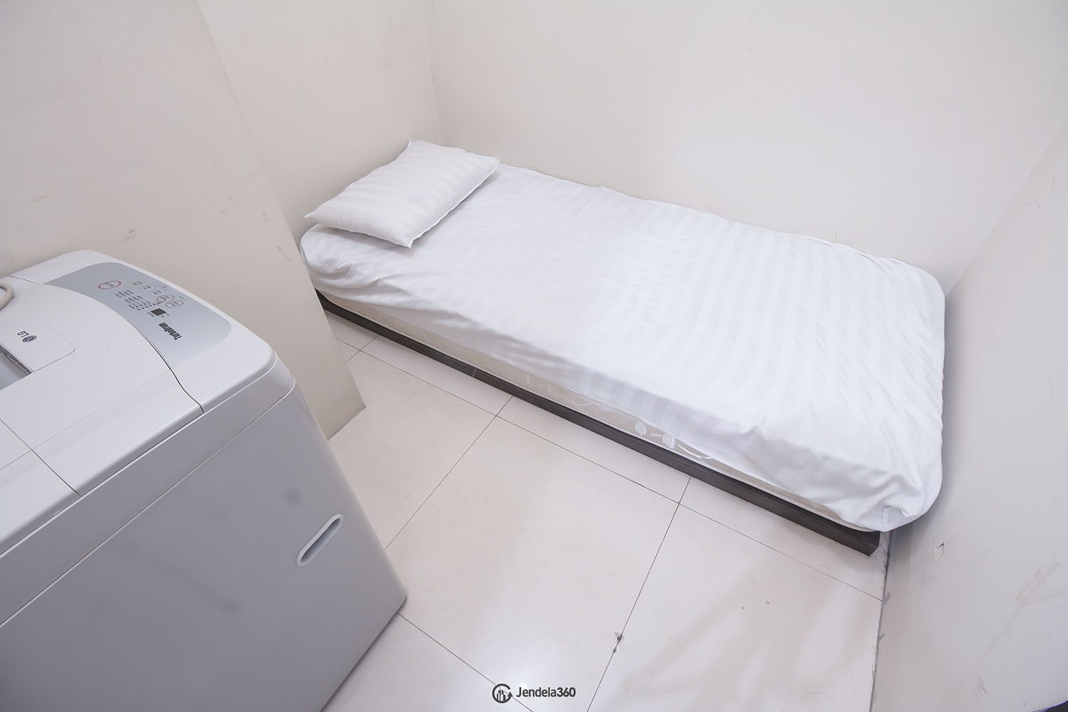 maid room Cosmo Mansion - Thamrin City Apartment