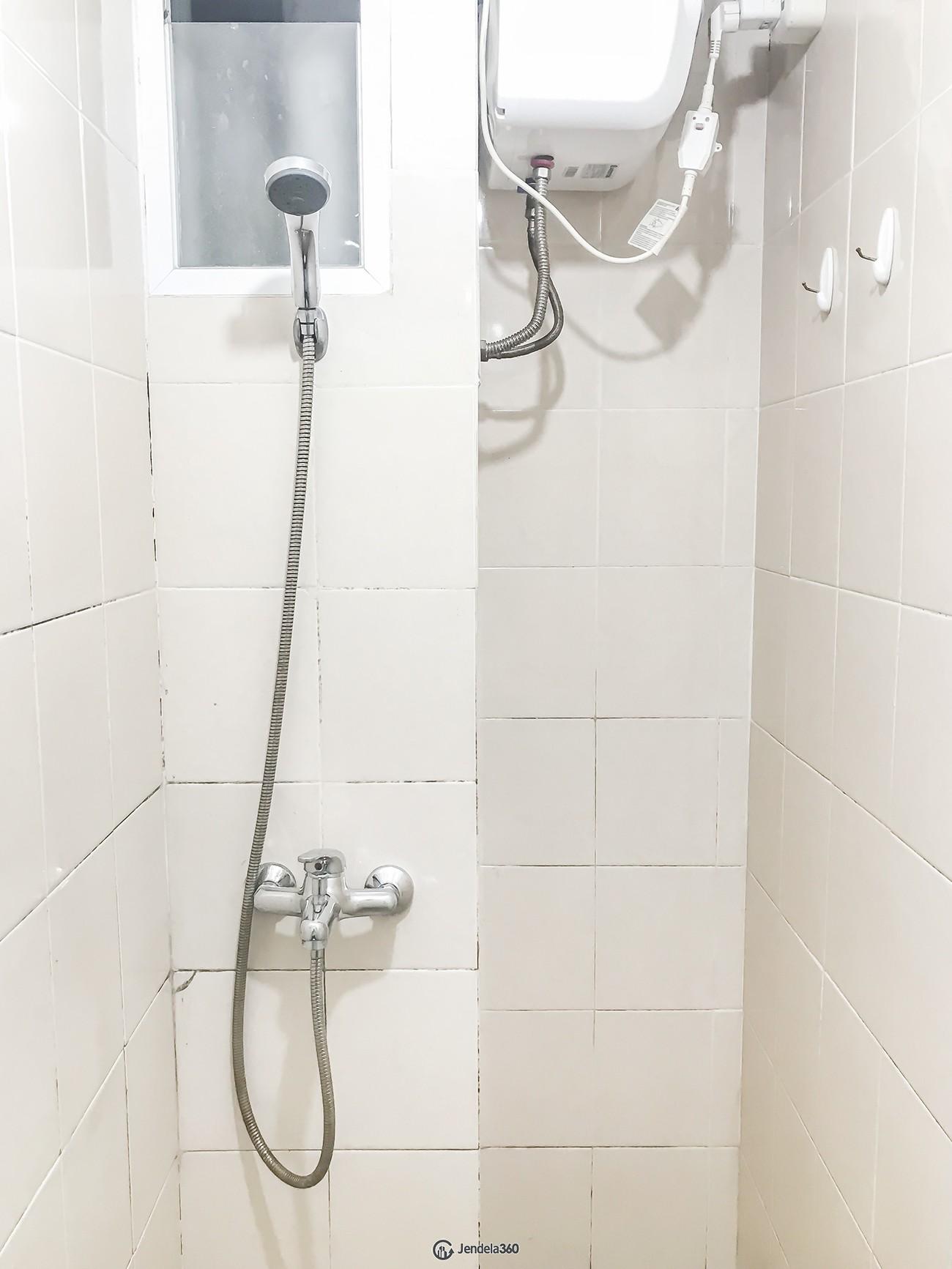 Shower Puri Park View Apartment