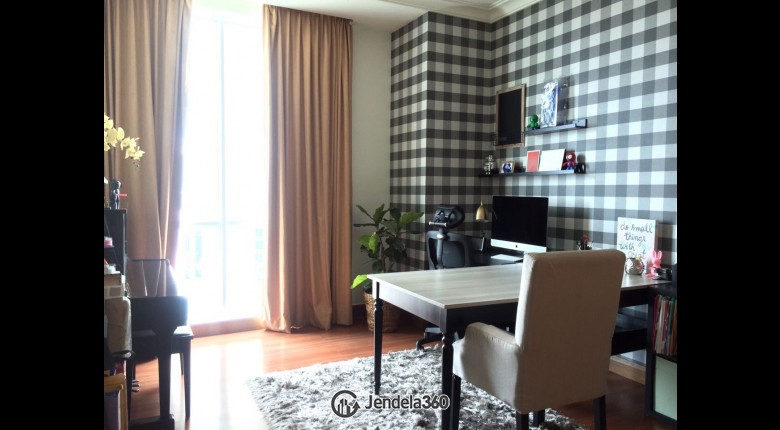study room Pakubuwono View Apartment